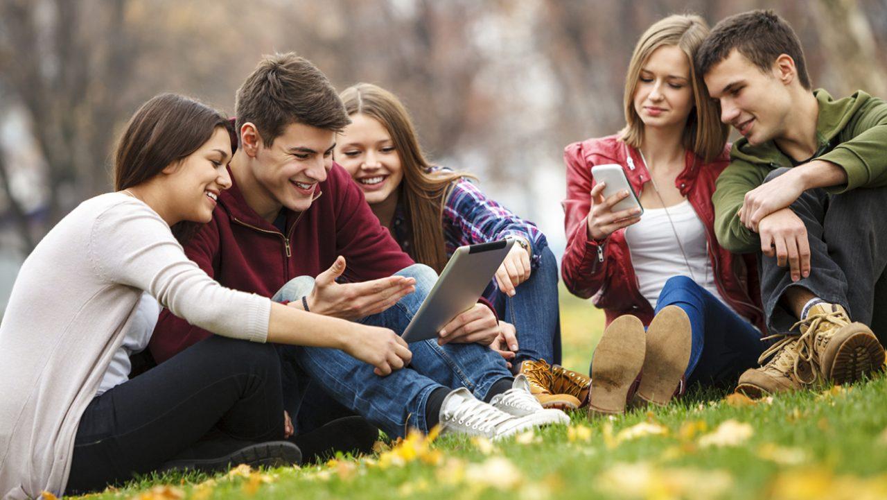 Εφηβεία: Κίνδυνος κατάθλιψης λόγω social media