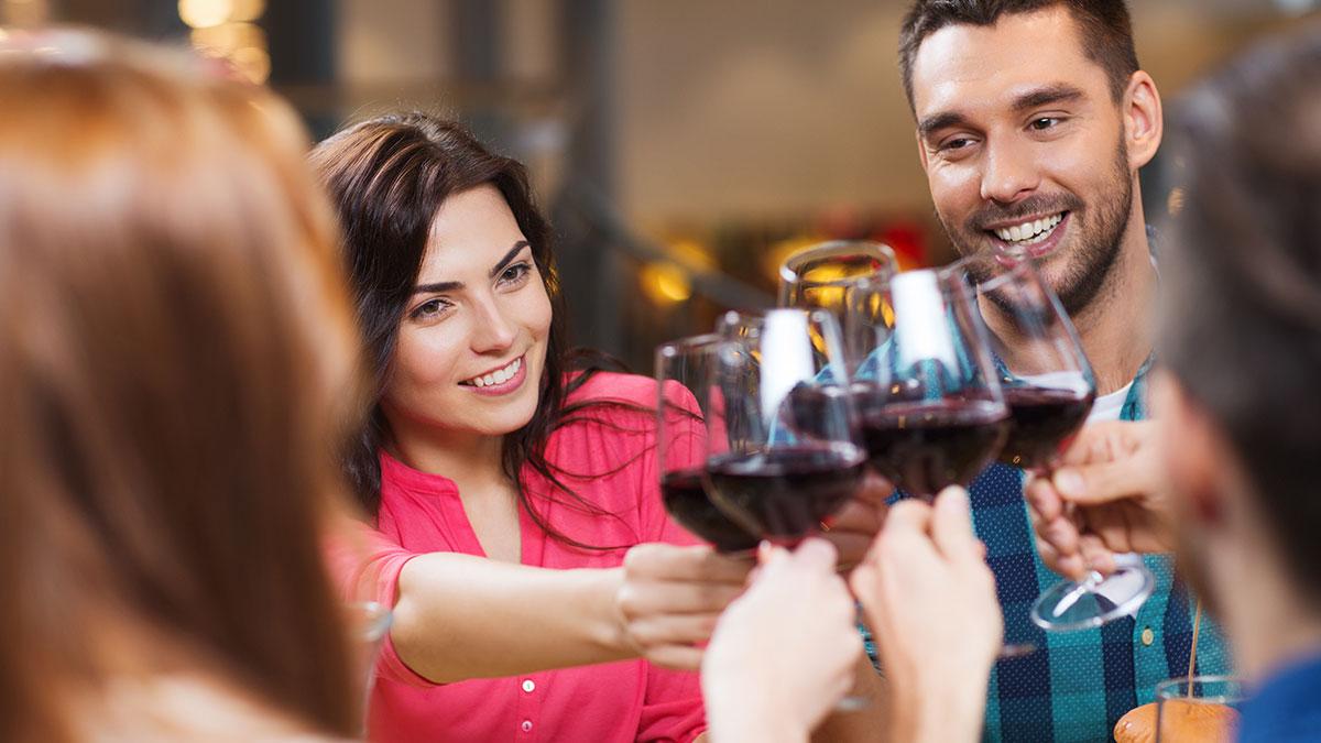 Αλκοόλ: Γιατί επηρεάζει τις γυναίκες περισσότερο από τους άνδρες