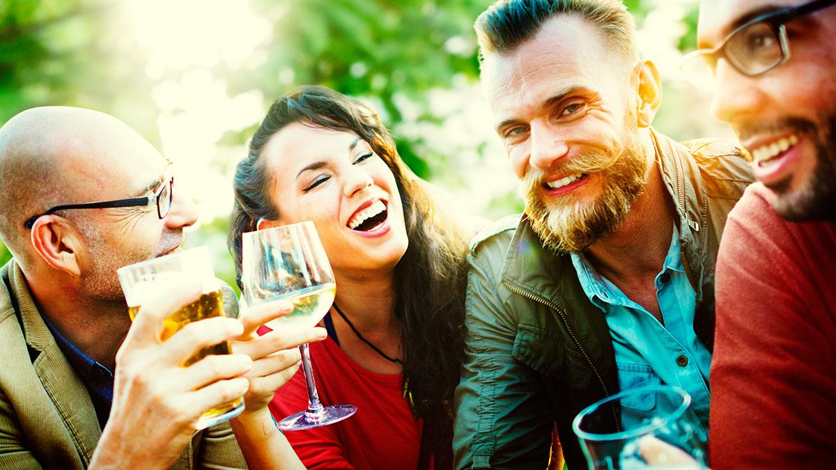 Αλκοόλ: Σε ποιους κάνει περισσότερο κακό παρά καλό