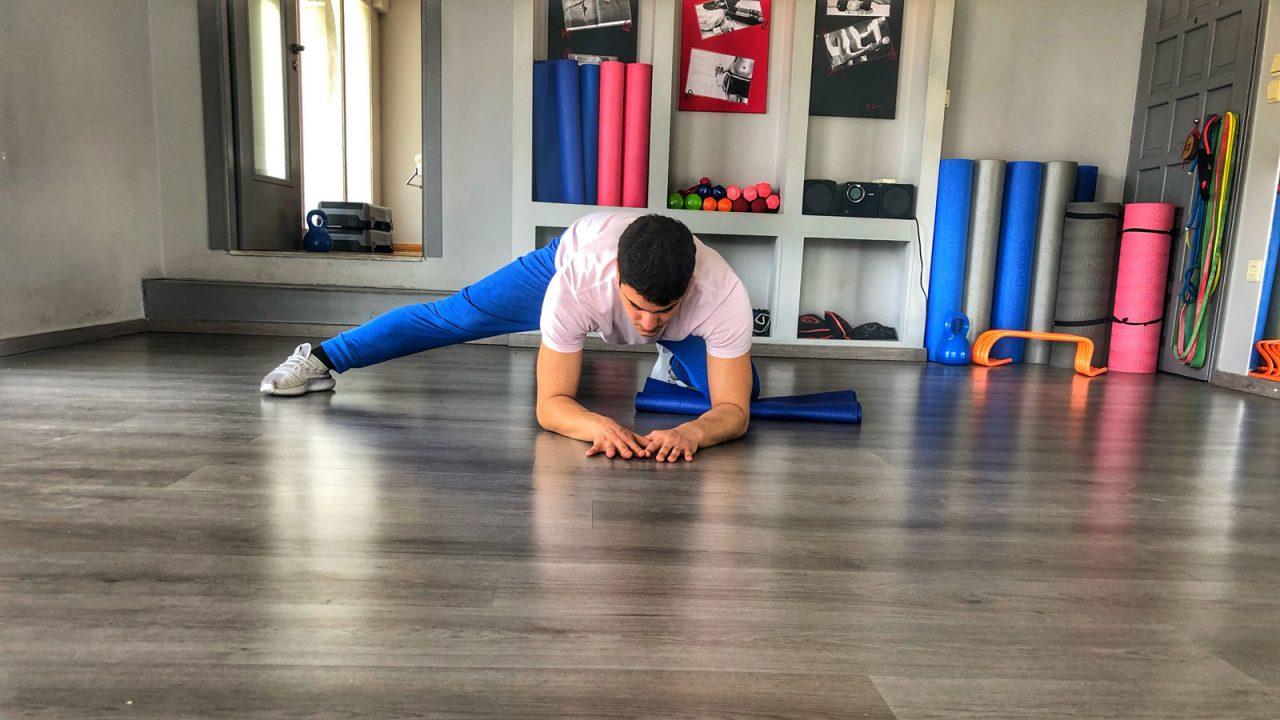 Stretching: Πέντε ασκήσεις που «λύνουν» τα πόδια μας
