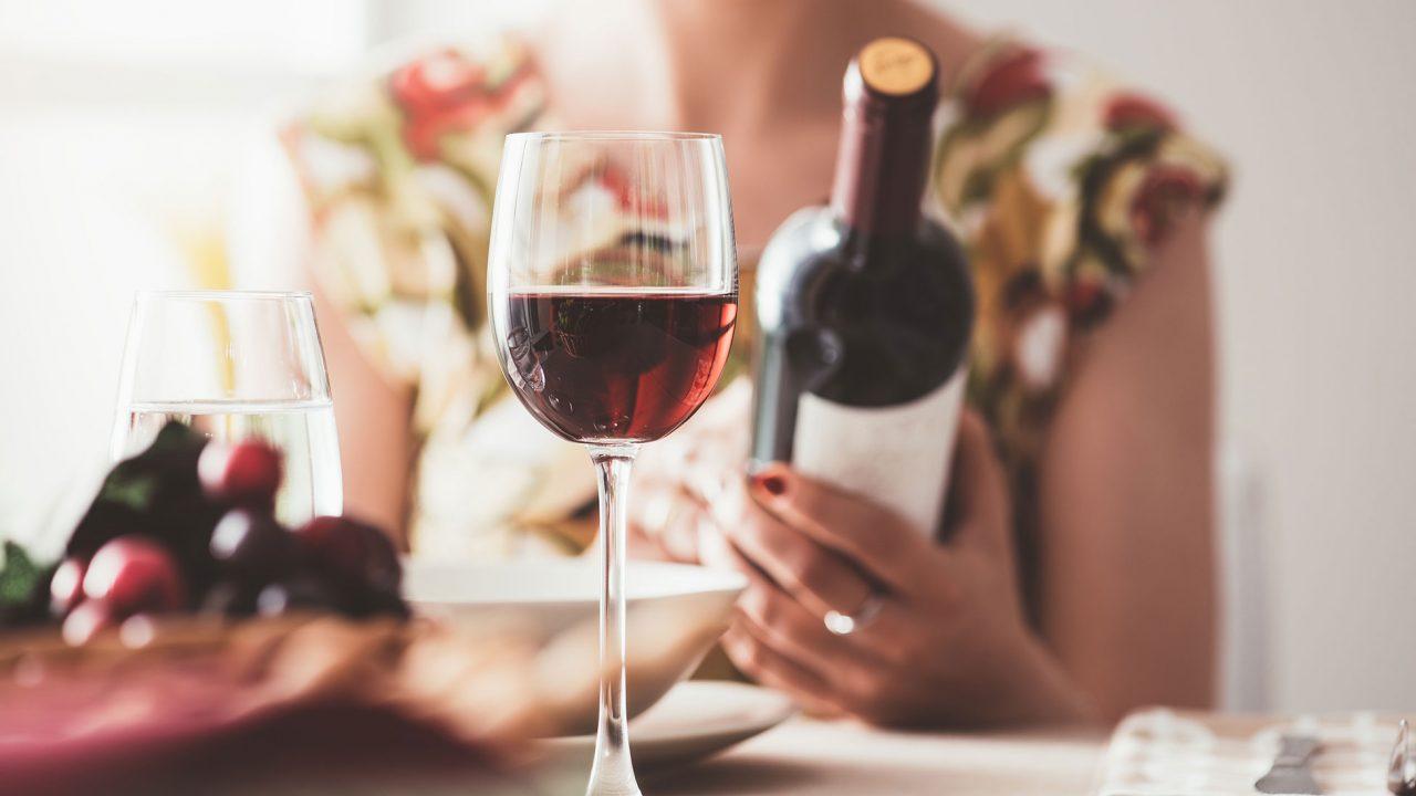 Μα παχαίνει το κρασί; Η απάντηση θα σας εκπλήξει