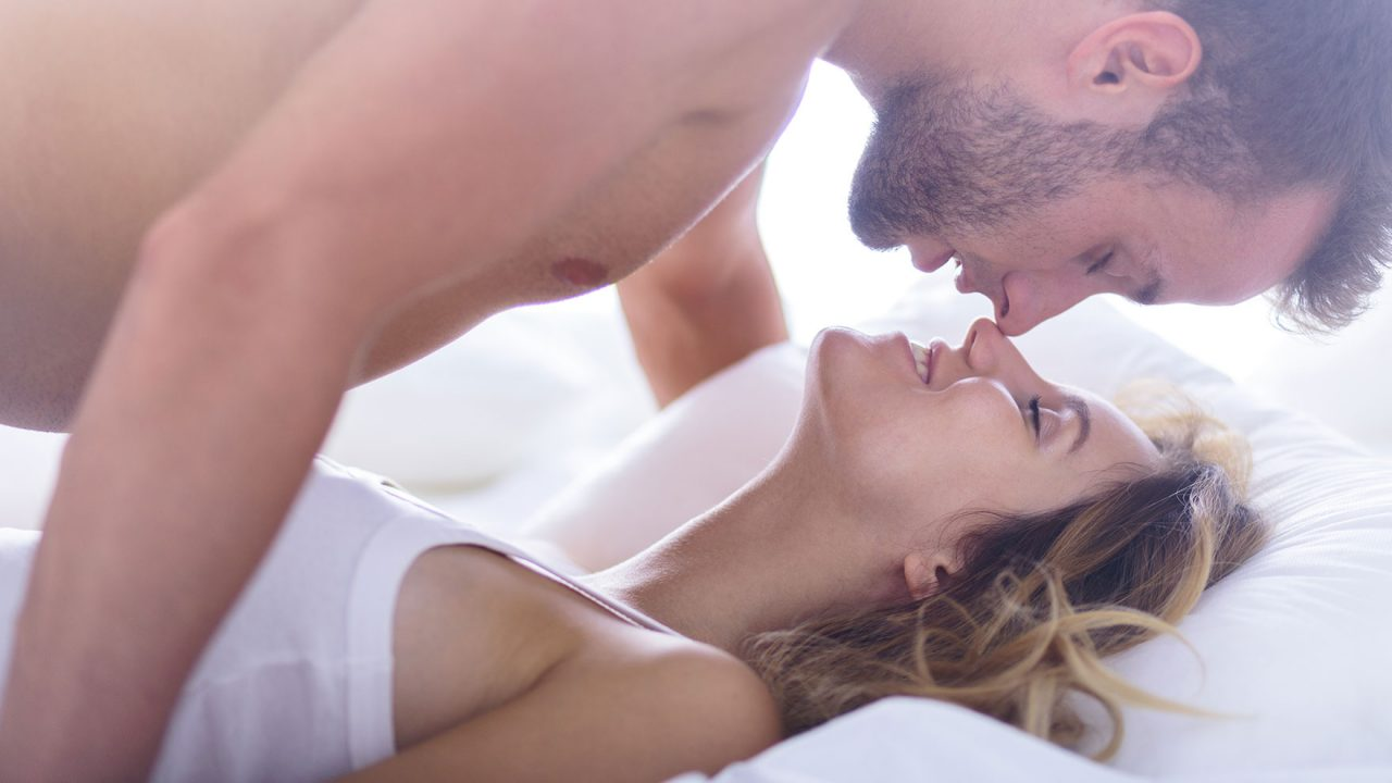 Στυτική δυσλειτουργία: Η κίνηση-κλειδί για να βοηθήσετε τον σύντροφό σας