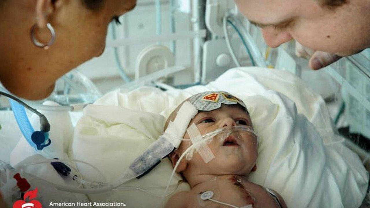 Βρέφος γεννήθηκε με μισή καρδιά κι όμως επιβίωσε!