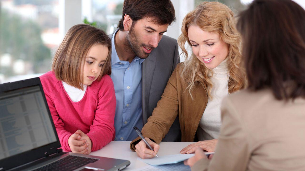 Πρόγραμμα αποταμίευσης για το παιδί: Τρία πράγματα που πρέπει να γνωρίζουν οι γονείς