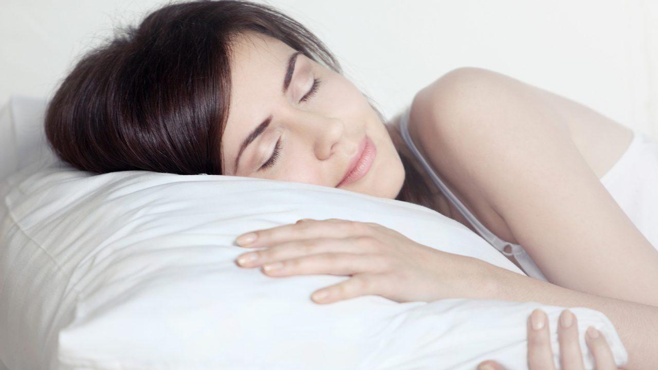 Το έξυπνο κόλπο για να κοιμηθείτε όταν κάνει ζέστη
