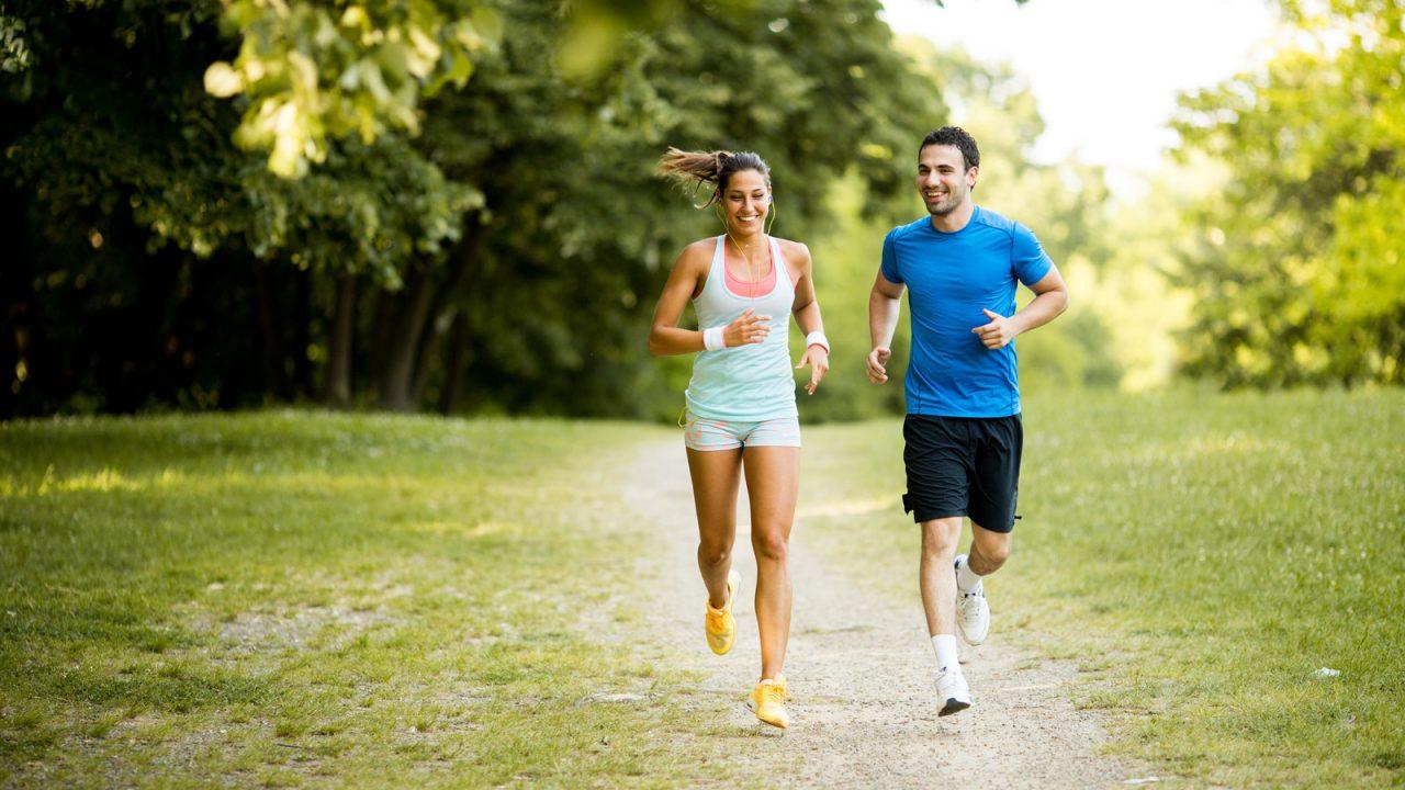 Τρέξιμο: Τι να αλλάξουμε για να πονούν λιγότερο τα γόνατά μας