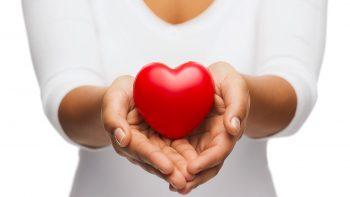 Το κρυφό σύμπτωμα που προειδοποιεί εγκαίρως ότι η καρδιά κινδυνεύει