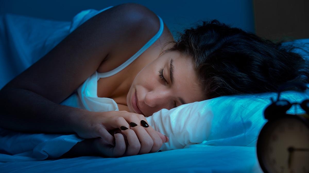 Πόσο επηρεάζει η πανσέληνος τον ύπνο; Έρευνα επιτέλους απαντά