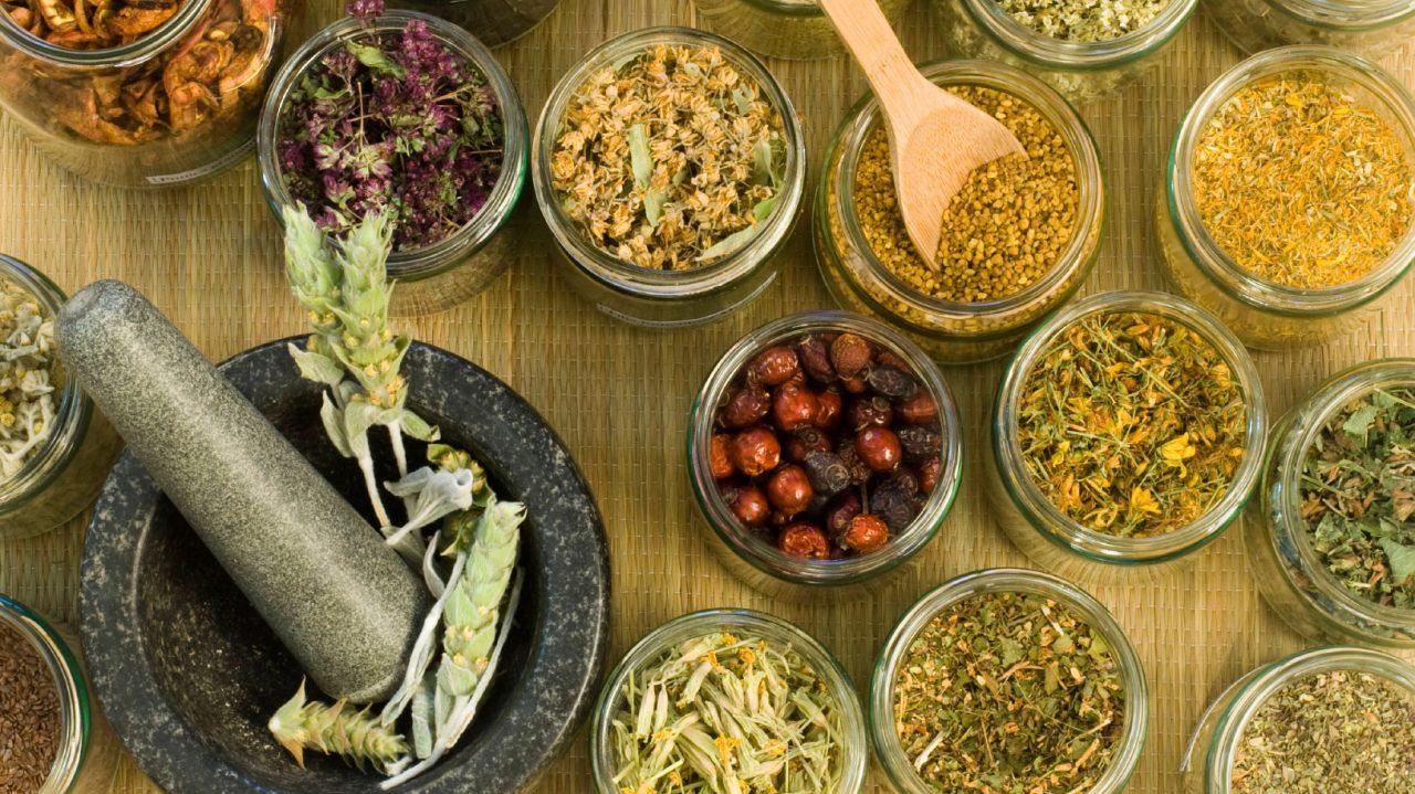 Τέσσερα «αρχαία» βότανα που καταπολεμούν τις πεπτικές διαταραχές