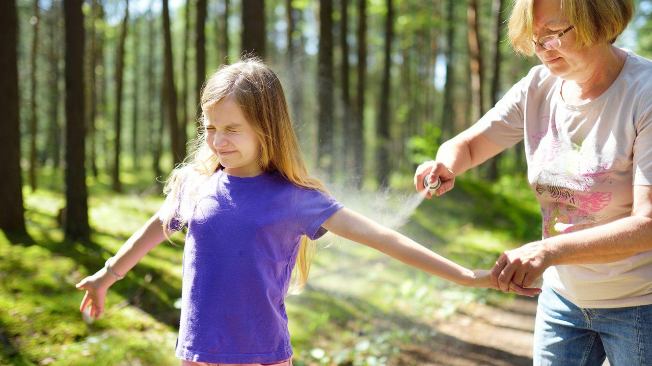 Όλοι οι τρόποι να προφυλάξετε τα παιδιά από τα κουνούπια