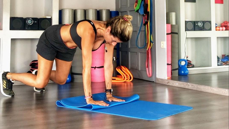 Δυνατός κορμός σε 15′ με επτά κορυφαίες ασκήσεις