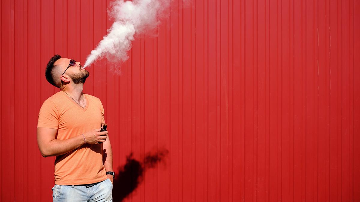 Εγκεφαλικό επεισόδιο: Διπλάσιος ο κίνδυνος για όσους καπνίζουν και ατμίζουν