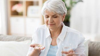 Καρκίνος Παχέος Εντέρου: Το χάπι που μειώνει τον κίνδυνο – Σε ποια ηλικία βοηθά η λήψη του