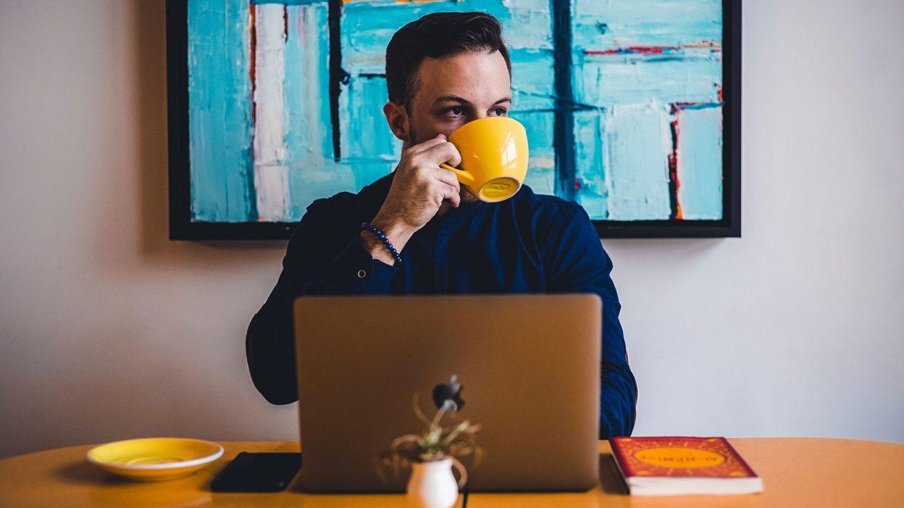 Πιο υγιείς όσοι πίνουν λίγο ή πολύ καφέ; Εσείς τι λέτε;