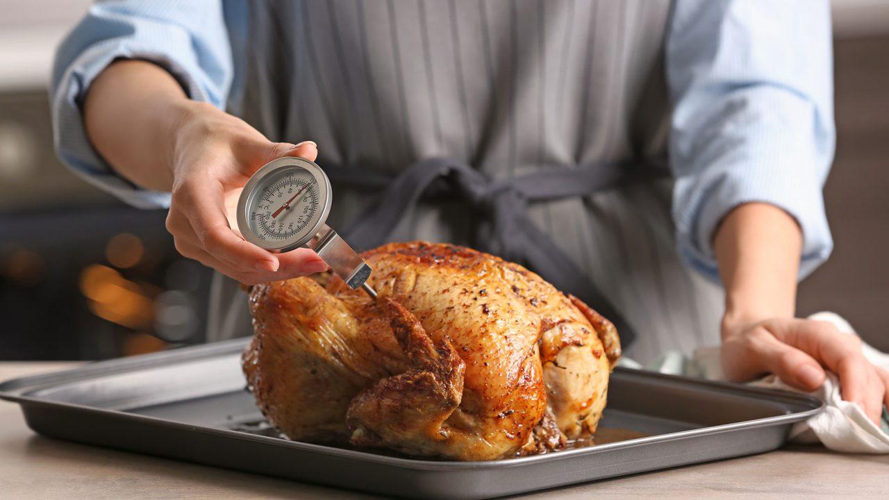 Πλένετε κι εσείς το κοτόπουλο πριν το μαγείρεμα; Μην το ξανακάνετε