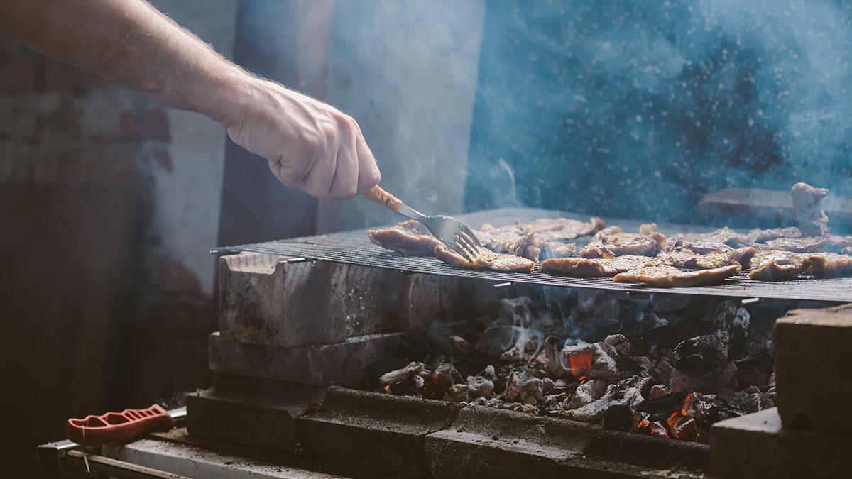 Ψήσιμο κρέατος: Έτσι δεν θα παραχθούν καρκινογόνες ουσίες