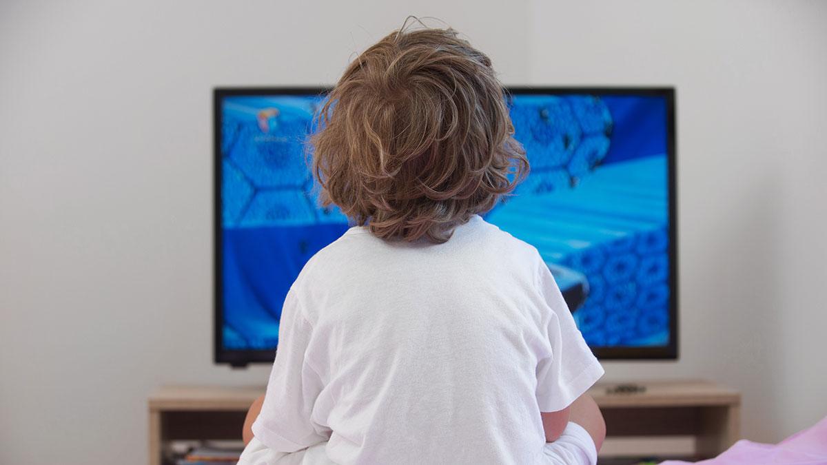 Επτά τρόποι να σηκώσετε το παιδί από τον καναπέ και την τηλεόραση