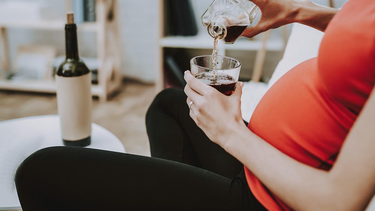 Εγκυμοσύνη: Η συνήθεια της γυναίκας που απειλεί το μυαλό του παιδιού