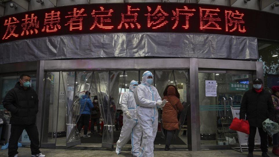 Κορωνοϊός: Η Κίνα αφαίρεσε 108 νεκρούς από τον απολογισμό της επιδημίας λόγω «διπλοεγγραφών»