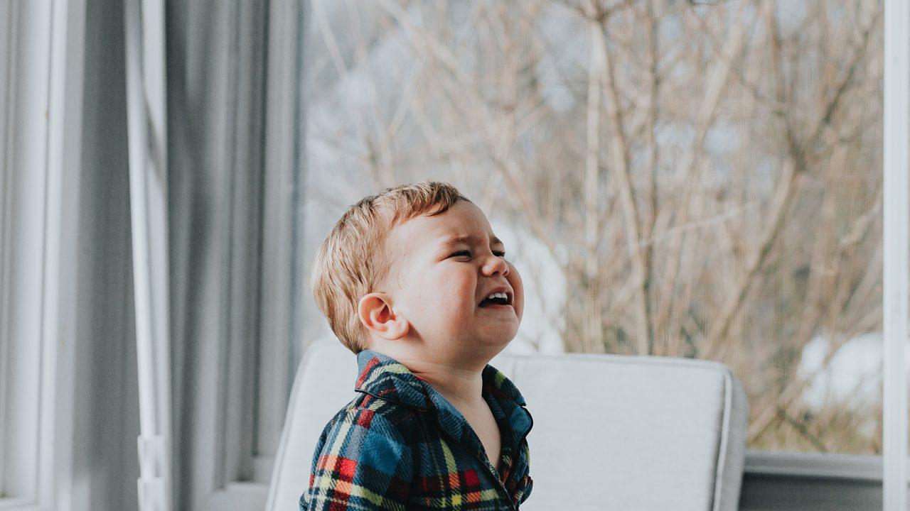 Πόσο σωστό είναι να αφήνουμε το παιδί να κλαίει