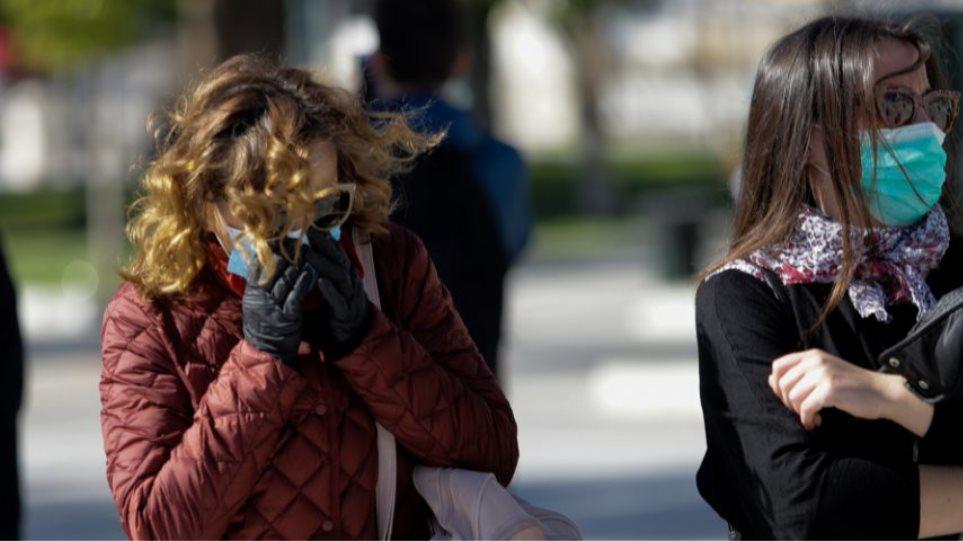 Κορωνοϊός: Τι κάνουμε αν ένα μέλος της οικογένειας εμφανίσει συμπτώματα