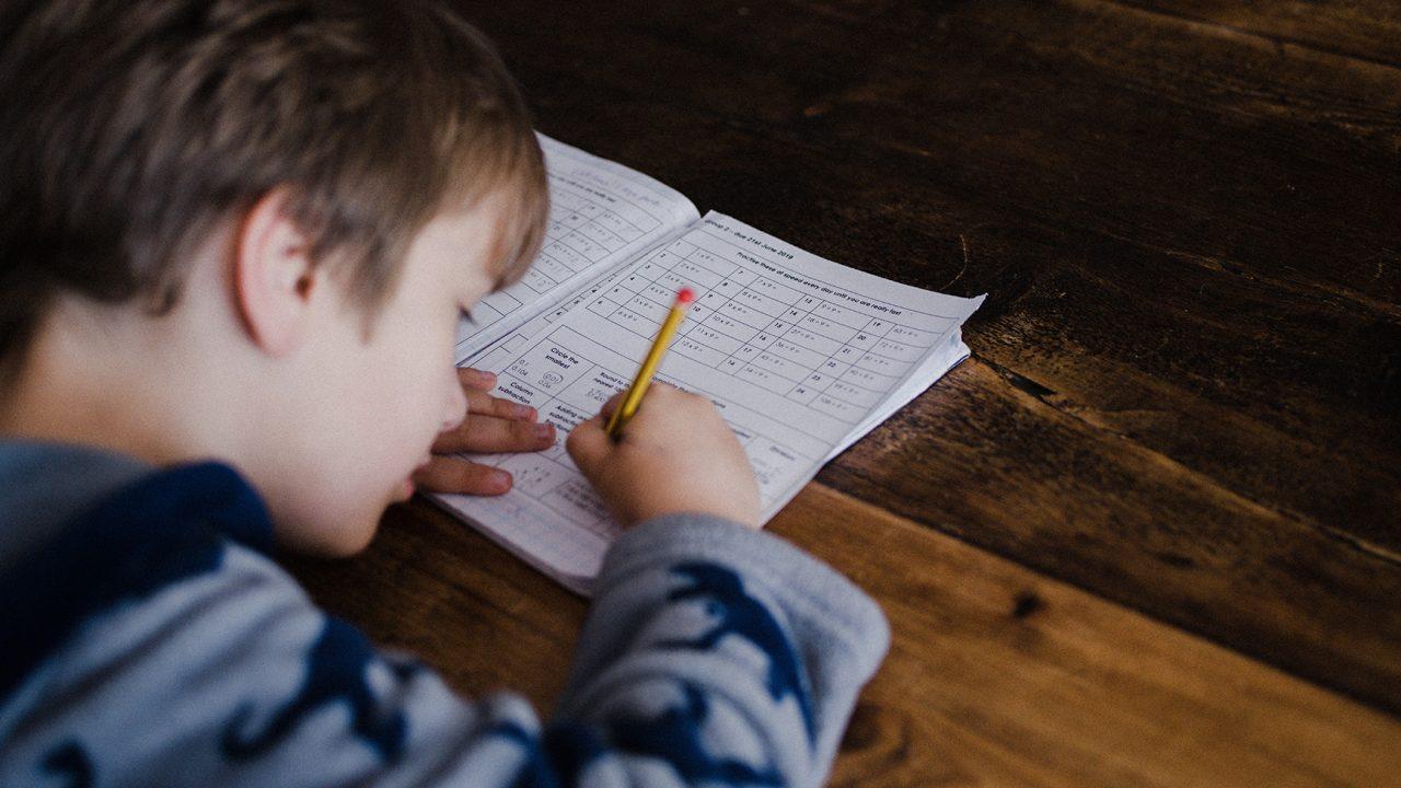 Κορωνοϊός: Με κλειστά σχολεία πώς πείθουμε το παιδί ότι δεν κάνει διακοπές