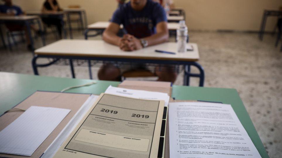 Κορωνοϊός – Πανελλήνιες: «Στόχος να γίνουν οι εξετάσεις μέχρι τον Ιούλιο» λέει η Νίκη Κεραμέως