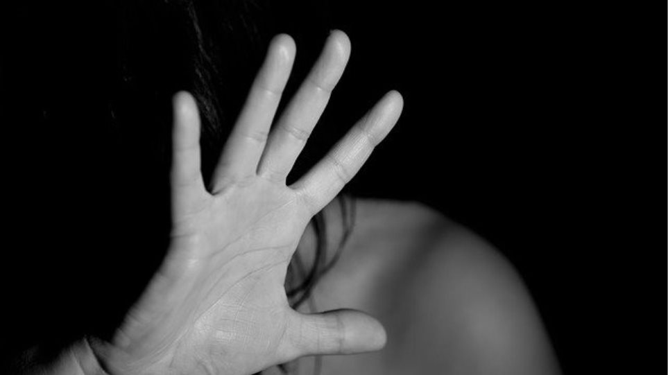 Κορωνοϊός και ενδοοικογενειακή βία: «Καταπιέστε τον ιό, όχι την φωνή σας»