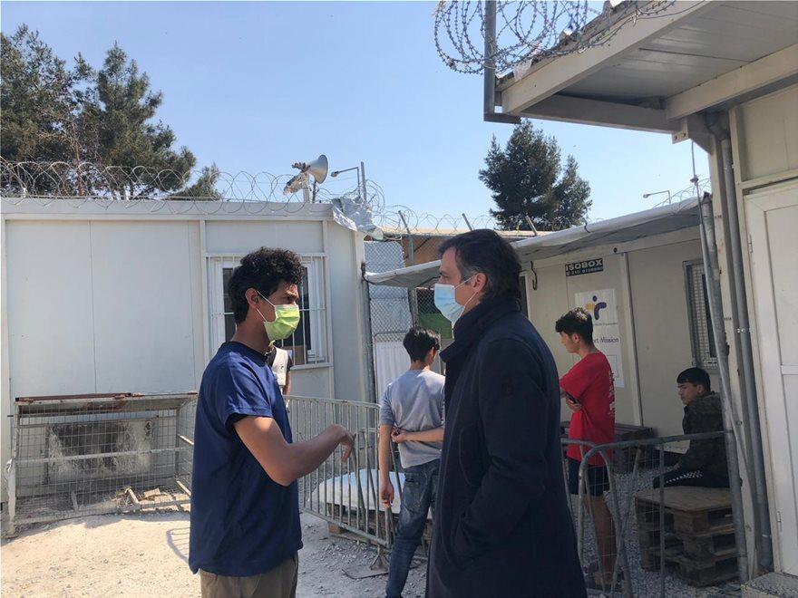 Κορωνοϊός: Το ΚΥΤ της Μόριας επισκέφθηκε ο πρόεδρος του ΕΟΔΥ