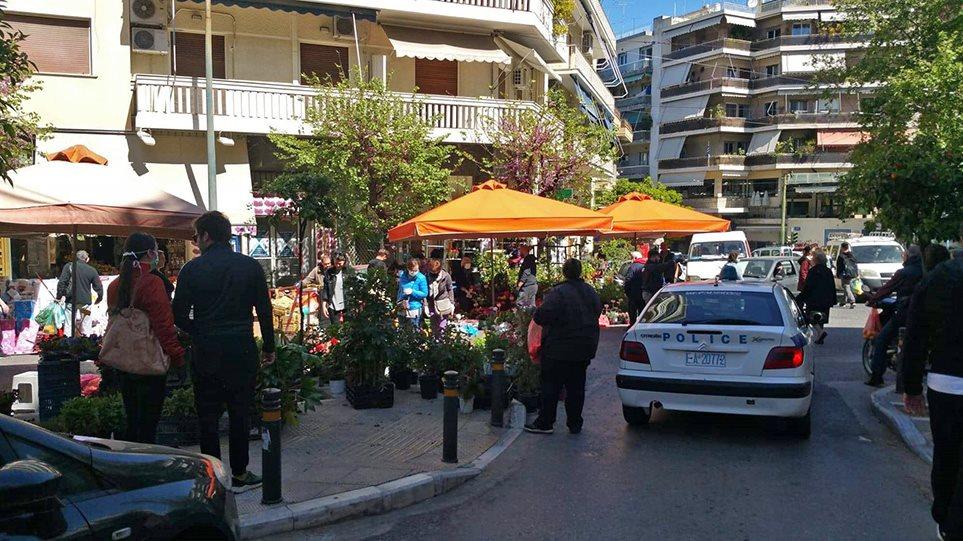 Κορωνοϊός: Το αδιαχώρητο στη λαϊκή αγορά στο Παγκράτι – «Διαλύει» τον κόσμο η αστυνομία