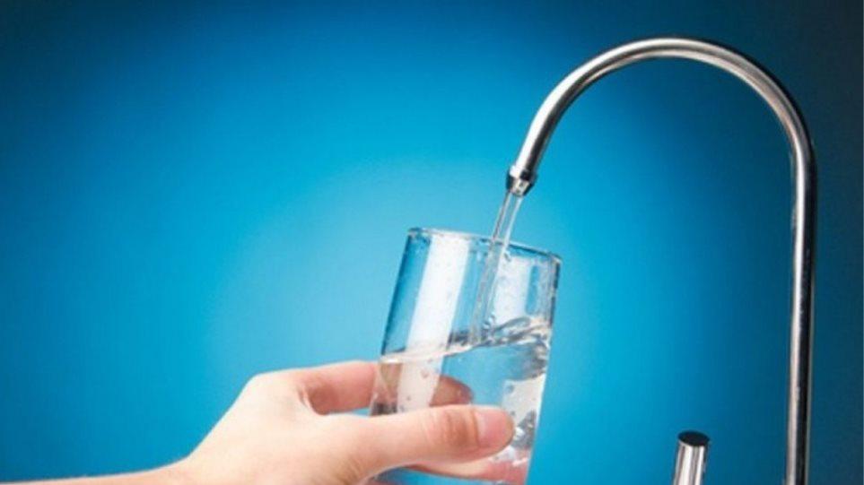 Κορωνοϊός: Μπορεί να μεταδοθεί μέσω του πόσιμου νερού;