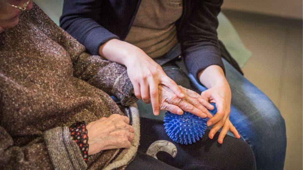 Αλτσχάιμερ: Σχεδιάστηκε το πρώτο αντίσωμα που αναγνωρίζει στον εγκέφαλο τις τοξικές ουσίες που προκαλούν τη νόσο