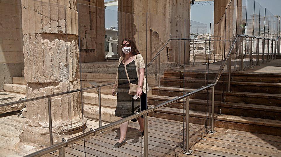 Η Telegraph αποθεώνει ξανά την Ελλάδα: Το success story στην αντιμετώπιση της πανδημίας