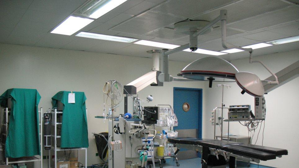 Κορωνοϊός: Σοβαρές επιπλοκές παρουσιάζουν χειρουργεία σε ασθενείς με Covid-19, σύμφωνα με διεθνή μελέτη