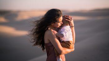 Αυτισμός: Πώς μπορεί μια αγκαλιά να αποκαλύψει το πρόβλημα