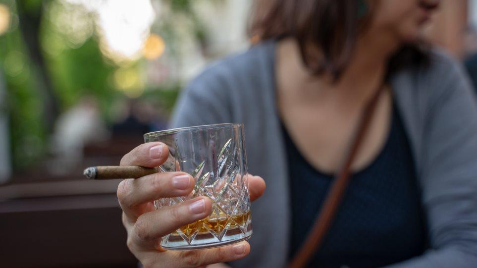 Κάπνισμα, διαζύγιο και αλκοόλ η πρώτη… «τριάδα» του πρόωρου θανάτου