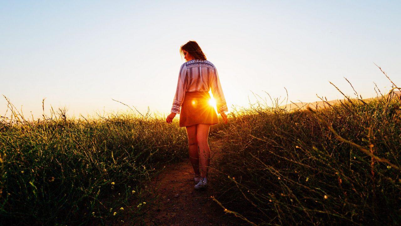 Χτίστε μύες και ρίξτε την κοιλιά περπατώντας 100 βήματα το λεπτό