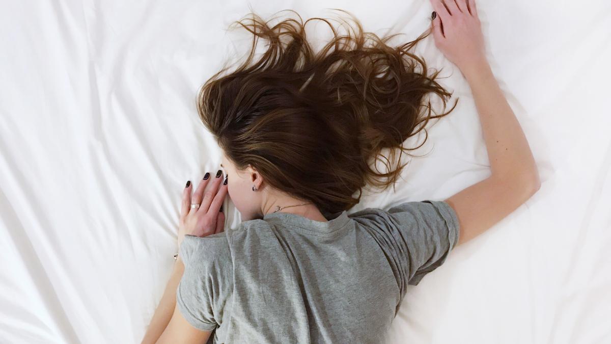 Πόνος στη μέση: Η στάση ύπνου που πρέπει να αποφεύγετε