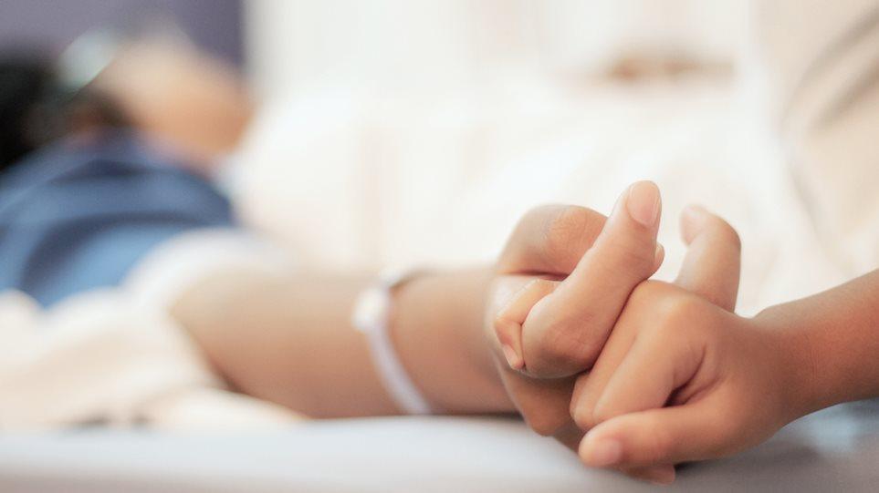 Κορωνοϊός: Η 20χρονη που νόσησε ήπια, αλλά κινδύνευσε να πεθάνει σε ΜΕΘ μέσα σε λίγες μέρες