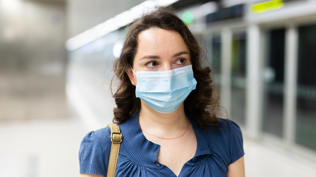 Κορωνοϊός: Αυτές οι συμπεριφορές αυξάνουν τον κίνδυνο να βρεθούμε θετικοί στον ιό