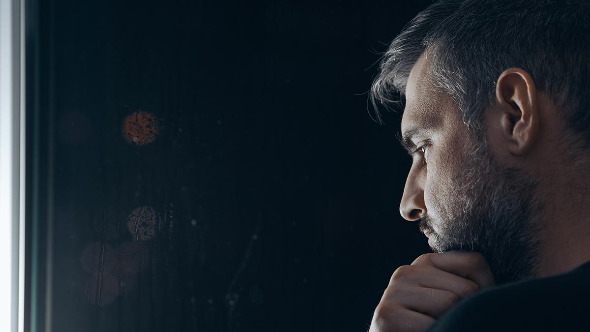 Μοναξιά: Kαμπανάκι κινδύνου για την εκδήλωση αυτής της σοβαρής νόσου
