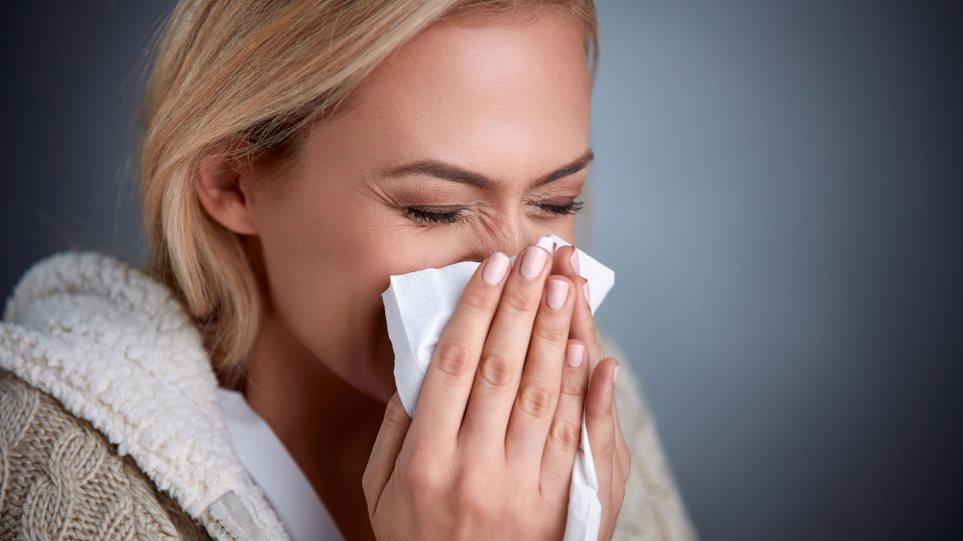 Κορωνοϊός – Λοίμωξη: Πώς το κοινό κρυολόγημα μπορεί να μας προστατέψει