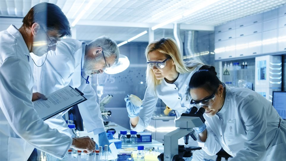 Επιστήμονες ανακάλυψαν πώς ο κορωνοϊός εισβάλλει στα ανθρώπινα κύτταρα