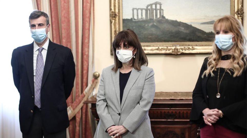 Σακελλαροπούλου: Εμβολιάστηκε σήμερα απέναντι στον ιό της γρίπης και στον πνευμονιόκοκκο