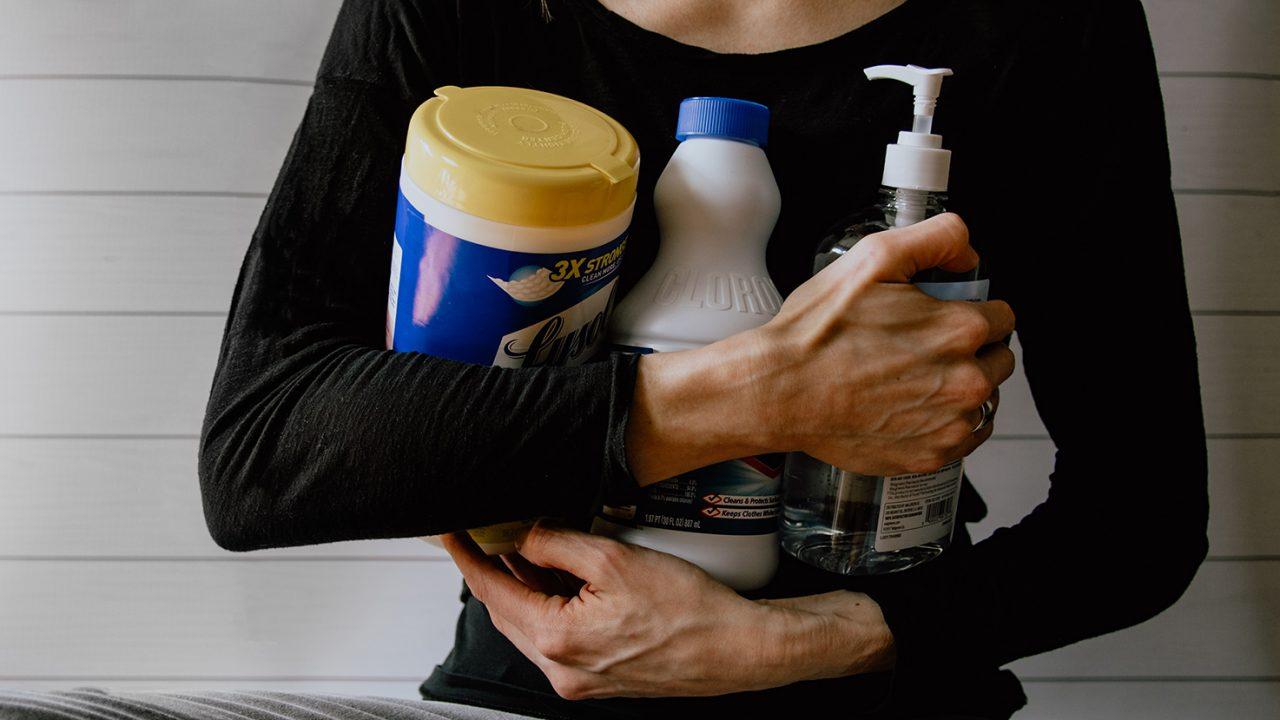 Χημικά καθαριστικά: Μέχρι ποιο σημείο του οργανισμού μπορούν να φτάσουν – Θα εκπλαγείτε