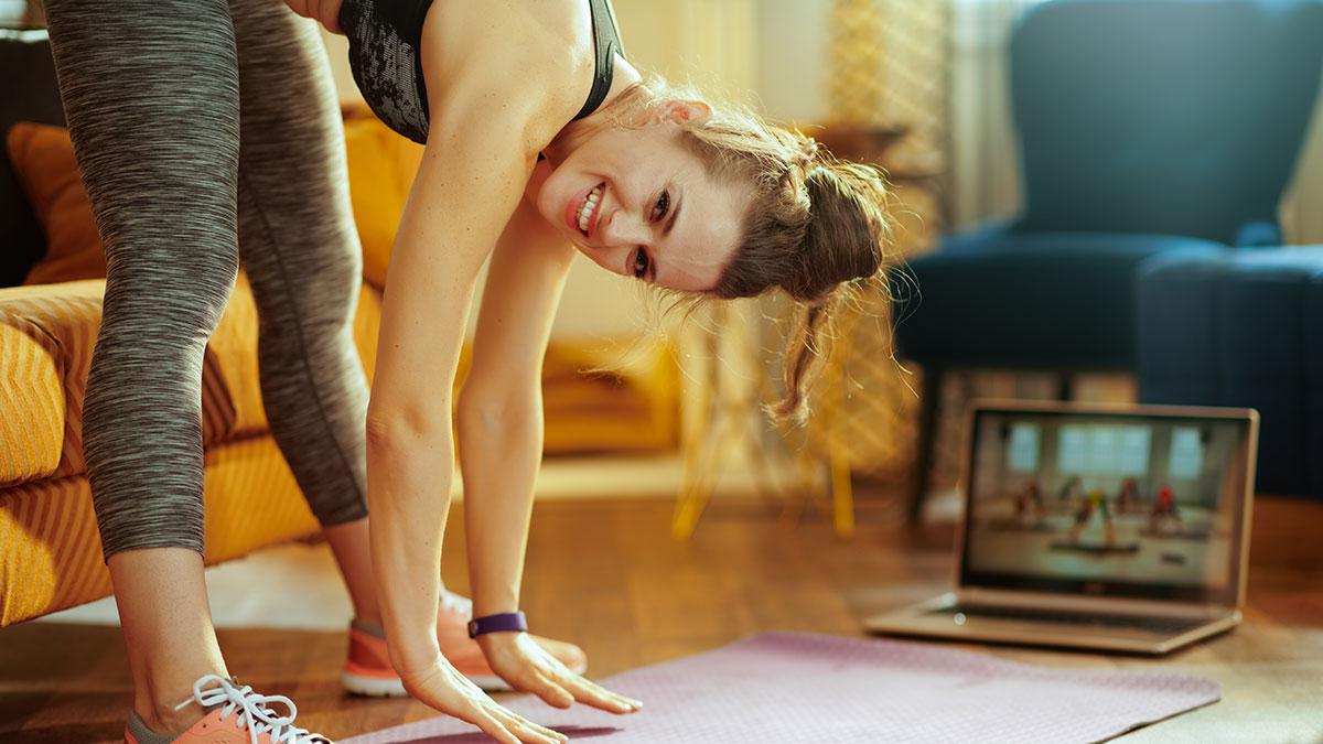 Καραντίνα: Επτά εύκολες ασκήσεις στο σπίτι για δυνατό σώμα και καλή διάθεση