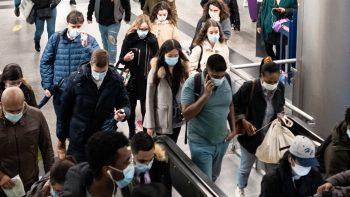 Ο πλανήτης σε συναγερμό: Ο ΠΟΥ προειδοποιεί και για τρίτο κύμα της πανδημίας!