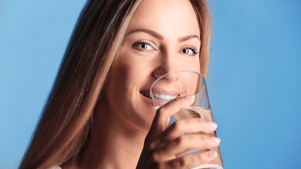 Τι κερδίζετε πίνοντας ένα ποτήρι νερό κάθε πρωί
