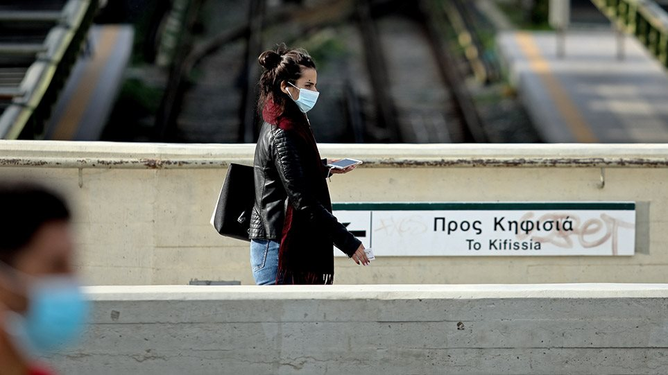 Κορωνοϊός: Η παράταση του lockdown φέρνει πιο κοντά τα Χριστούγεννα – Πάει Θεσσαλονίκη ο Μητσοτάκης για «αυτοψία»