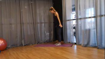 Δώδεκα λεπτά Pilates flow για top ευλυγισία και δύναμη